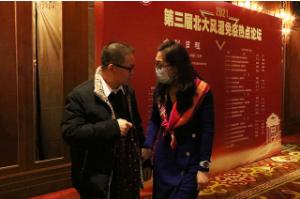 会议间歇我院名誉院长黄慈波教授与北京大学第一医院张卓莉教授交换学术观点、意见
